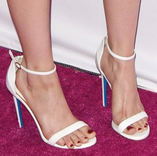 Ariel Winter displays her crimson nail polish and sexy toes
