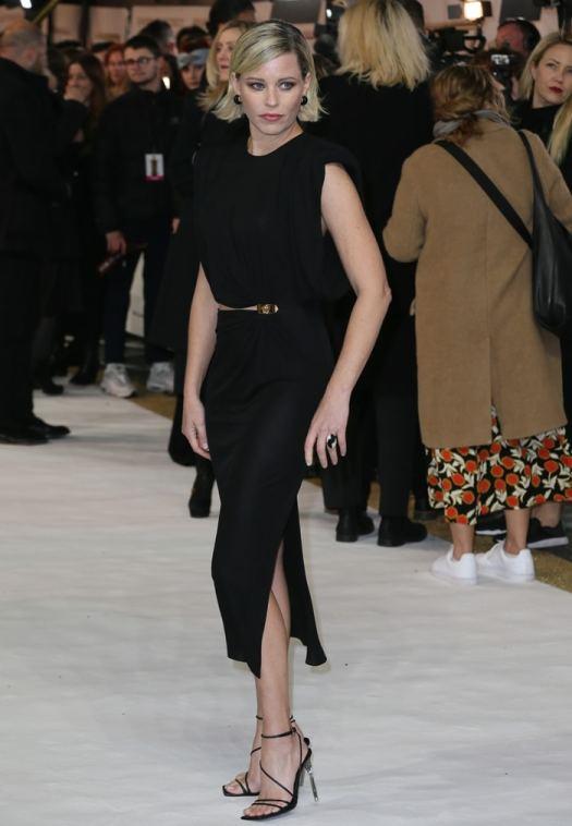 Elizabeth Banks donned a black Versace dress with a daring asymmetrical cutout