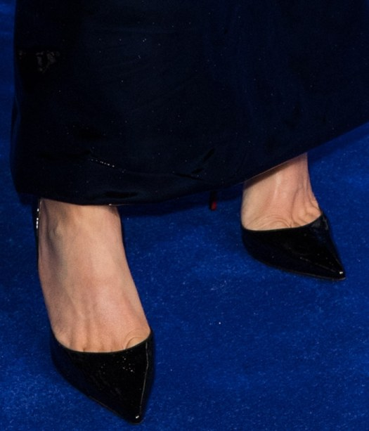 Ellie Goulding shows off her feet in classic black pumps