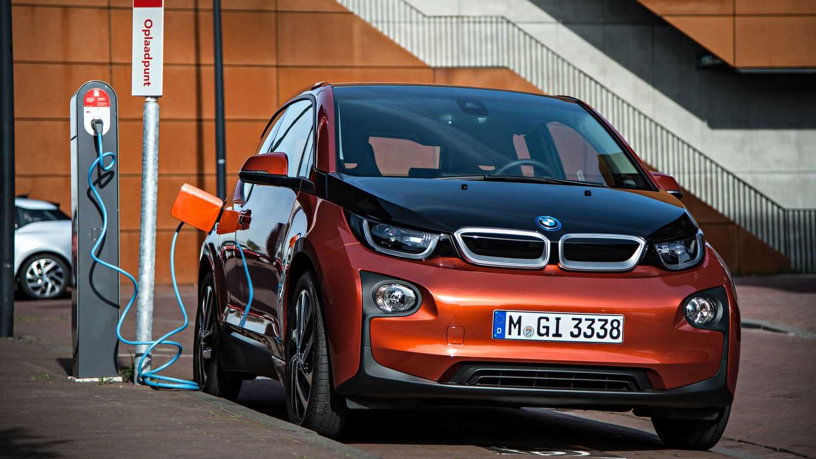 BMW i3 Owners Can Earn up to $1,000 to Charge Their Cars Later