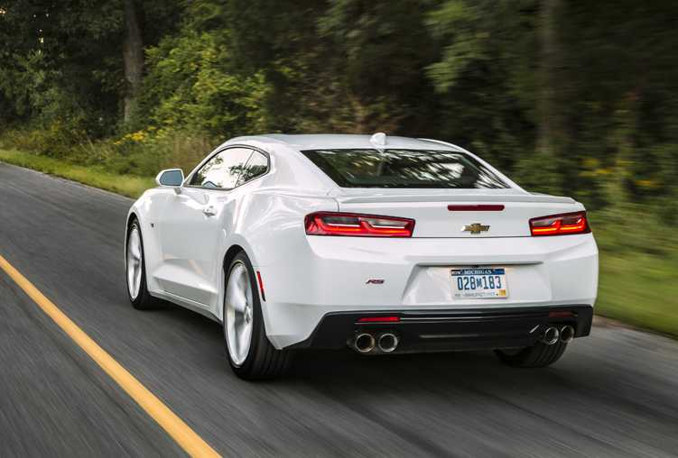 2016 Chevrolet Camaro is Fuel Efficient Yet Amazingly Fast on the Road