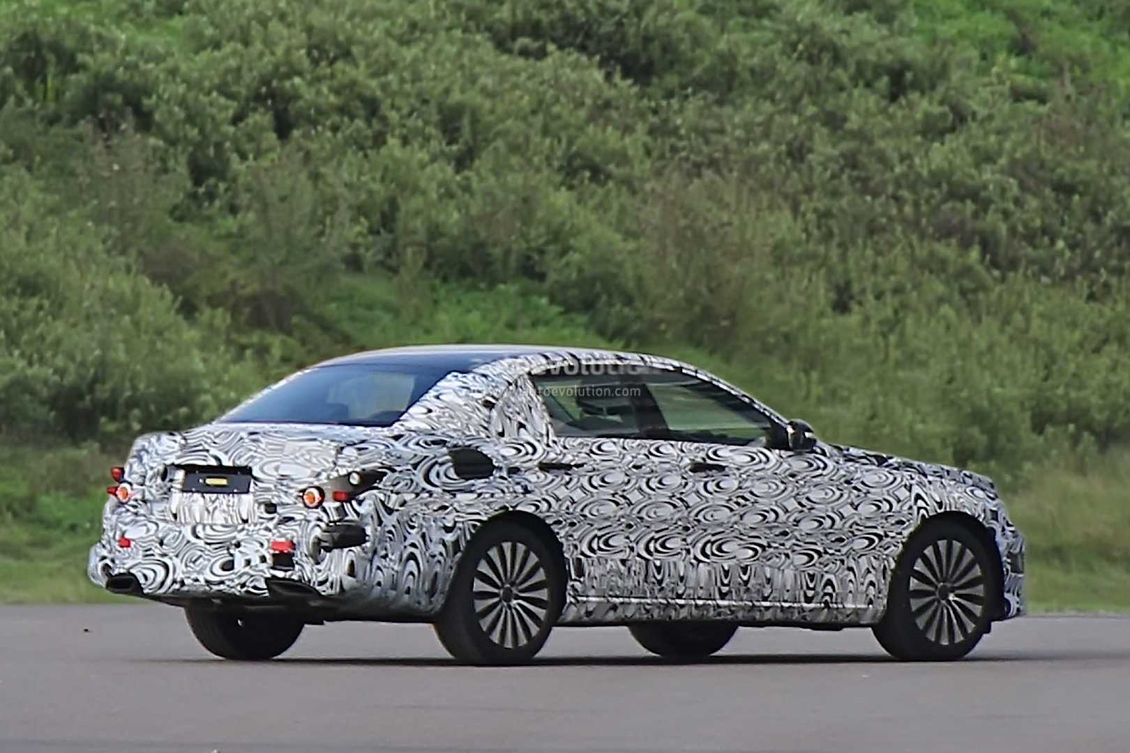 2017 Mercedes Benz E-Class Creates Waves Among Enthusiasts: Camouflaged Vehicle Caught by Spy Camera?