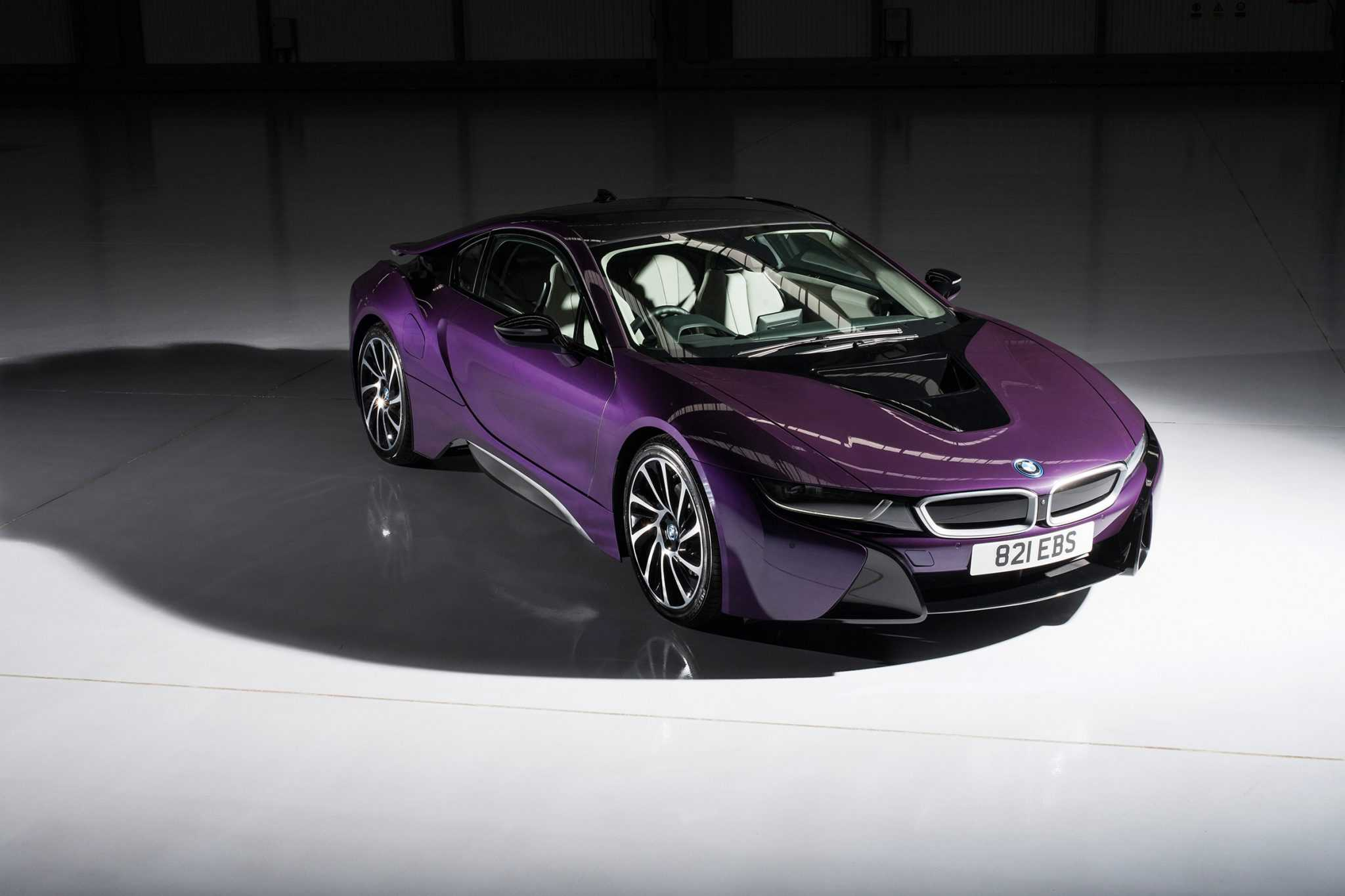 BMW i8 Offers Individual Paintwork Customization Option for Buyers