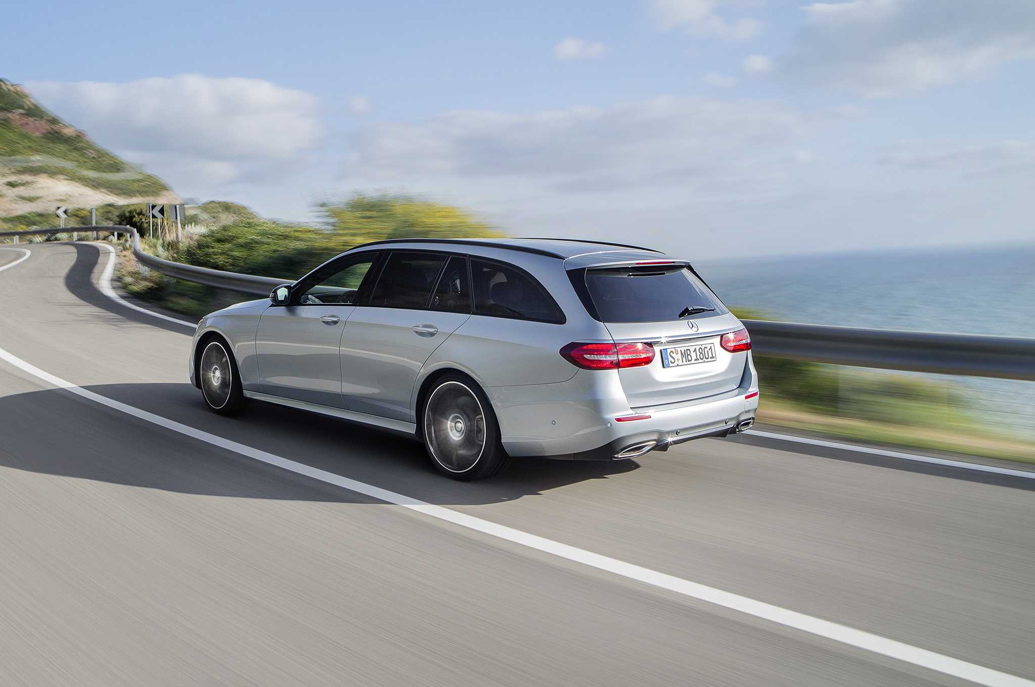 2017 Mercedes Benz E400 4Matic Wagon Specs and Details