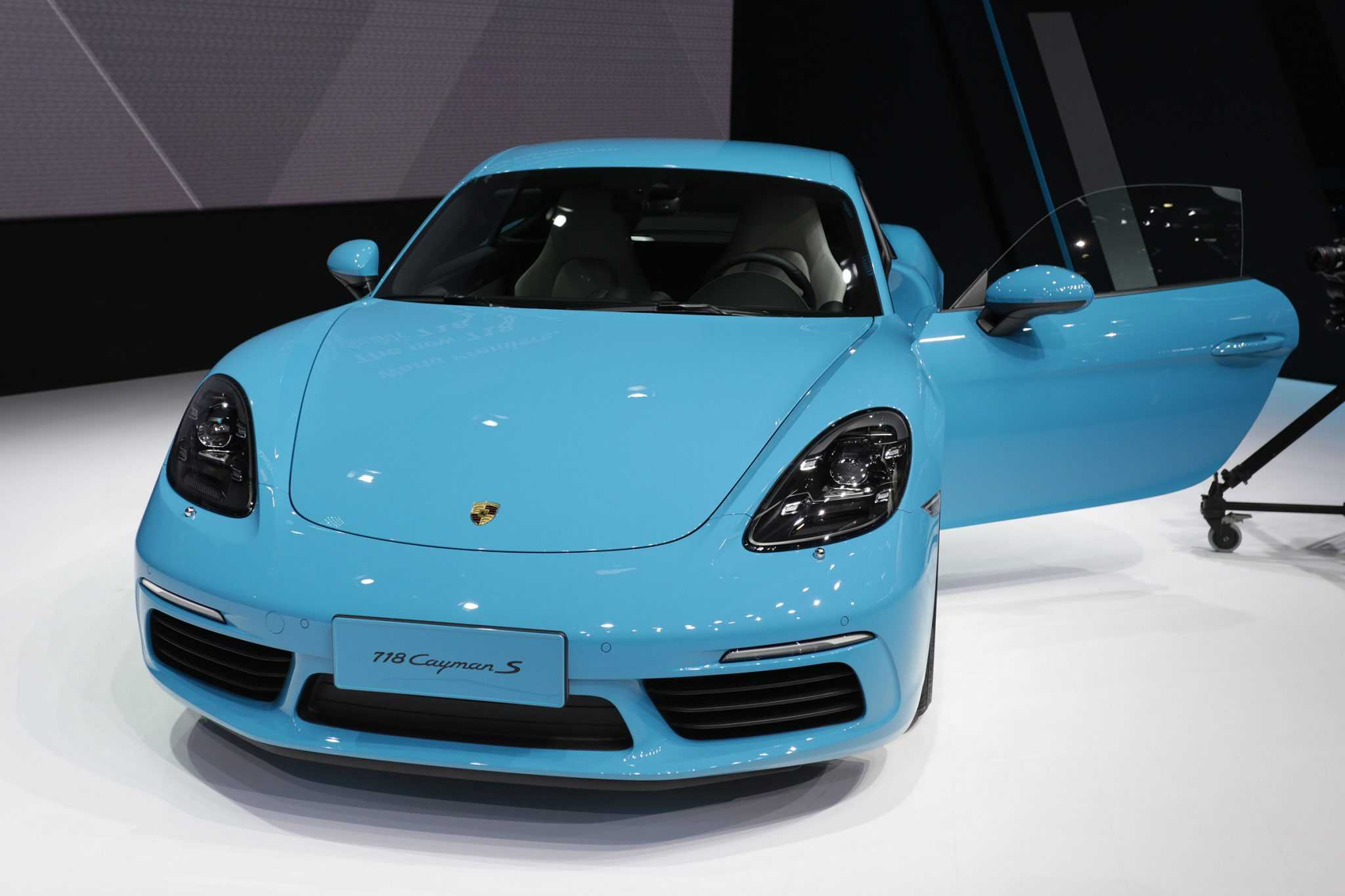 Porsche 718 Cayman Gets Upgraded With Four Cylinder Turbo Power Engine