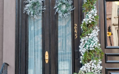 10 Staging Tips for Holiday Decor