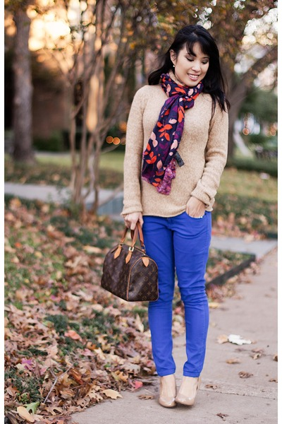 scarf-and-turtleneck