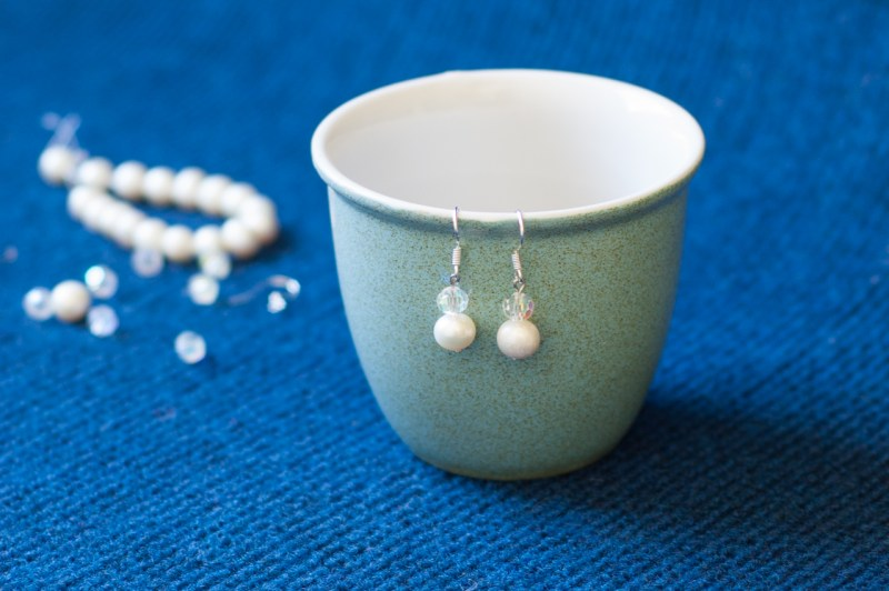 Pearl Drop Earrings - 2 Ways! Perfect for weddings, gifts, or every day. DIY Jewelry Photo-Tutorial from @YouShouldCraft. Click to make now or pin for later!