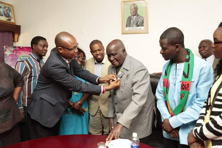 YOUTH DELEGATES PAY COURTESY CALL ON ZAMBIA'S FIRST PRESIDENT-KENNETH KAUNDA