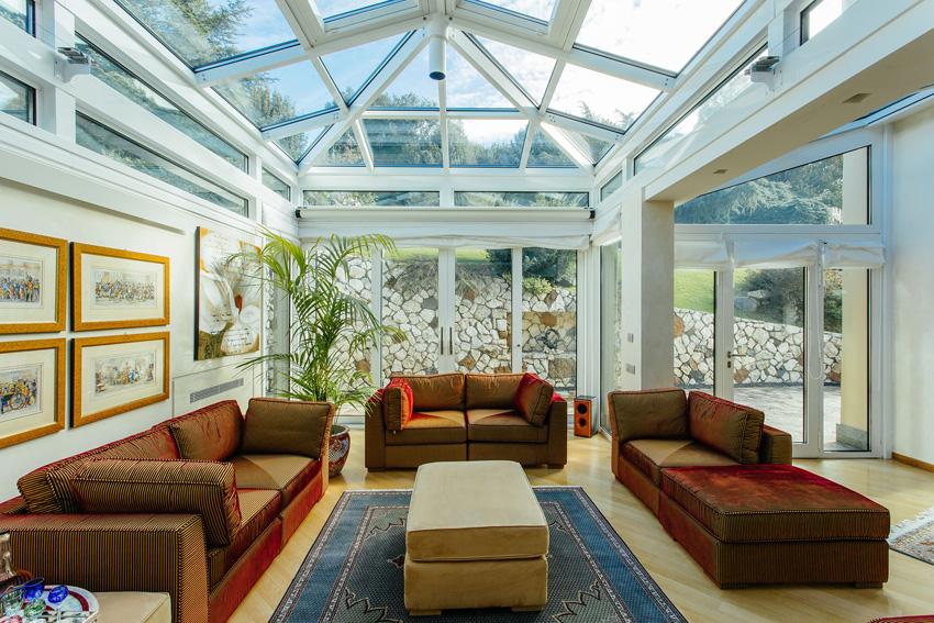 Questa veranda non ha più pareti, ma vetri (e sistemi in alluminio ...