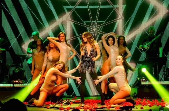 Έλλη Κοκκίνου: Η σούπερ σ3ξι εμφάνισή της στην πρεμιέρα με τον Νότη Σφακιανάκη!