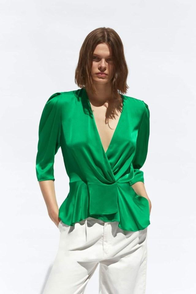 dff86a8765e Zara: Το υπέρκομψο κρουαζέ σατέν πουκάμισο που θα σε ... | Funky ...