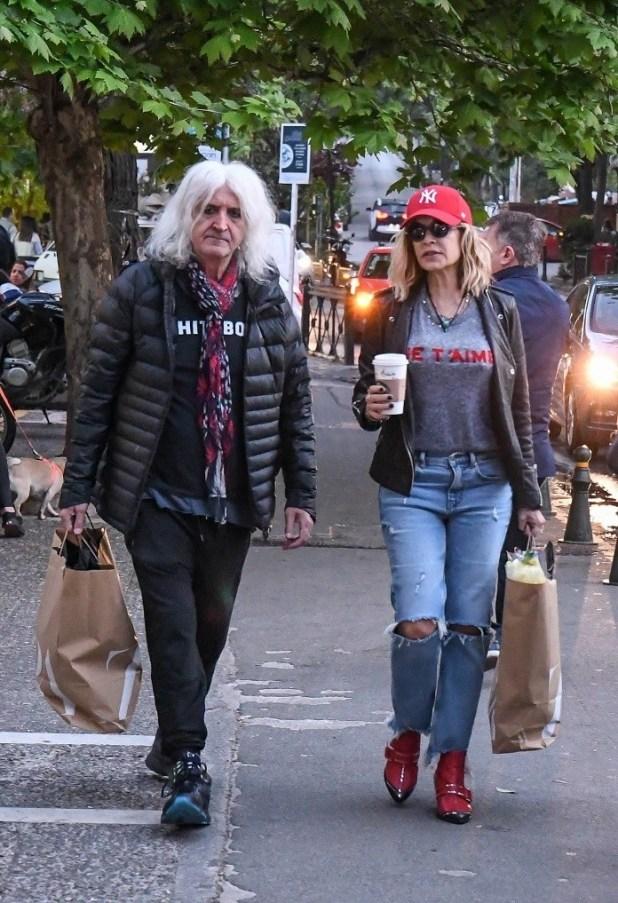 Νίκος Καρβέλας: Τα νεύρα σε βόλτα με την Άννα Βίσση! Κόντεψε να πετάξει τα ψώνια στους φωτογράφους!