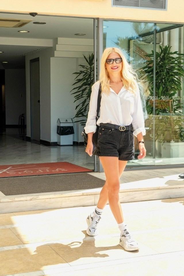 Φαίη Σκορδά: Φόρεσε ψηλές κάλτσες με σορτσάκι και την χάζευαν όλοι! Δείτε φωτογραφίες...