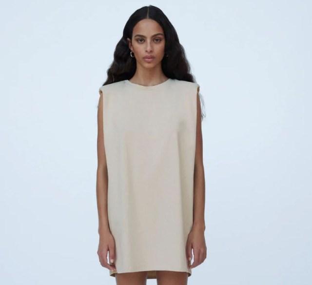 Zara φόρεμα με βάτες εκπτωτικό