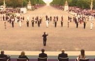 "Fransız Askeri Bandosundan Trump'a ""Get Lucky"" Sürprizi!"