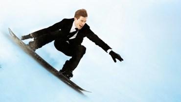 Takım Elbisesi ile Snowboard Yapan İş Adamı!