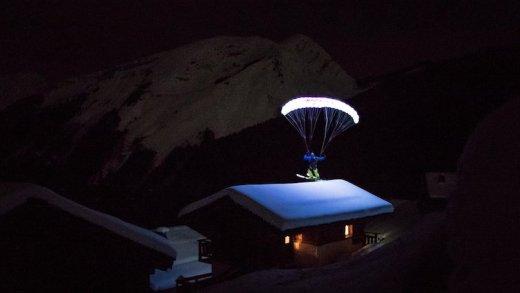 karanlıkta paraşütle atlamak