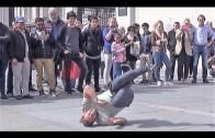Yetenekli Dansçılar Ünlü Meydanda Kalabalığı Coşturdu