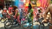 Trafiği Protesto Eden Yüzlerce Çıplak Bisikletçi