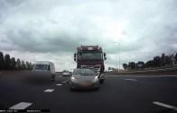 Zincirleme Motor Kazası İle Sürekli Darbe Yiyen Motorcu
