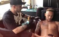 Neymar Dövme Yaptırırken Bakın Ne Durumda