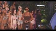 Rihanna'dan Kuralları Yıkan Cesur İç Çamaşırı Defilesi