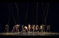 Performanslarını Çırılçıplak Yapan Dansçılar