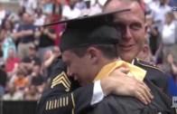 Sürpriz Yaparak Evlerine Dönen Askerlerin Sevdiklerine Kavuşma Anı