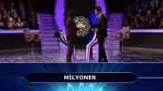 Kim Milyoner Olmak İster'de Tarihi An! Yarışmacı 1 milyon Liralık Soruya Doğru Cevap Verdi