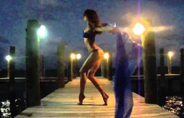 Reality Şov'da İç Çamaşırlı Striptiz Yapmaya Başlayan Seksi Rus Kadın
