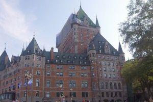 La ville de Quebec est inscrite au patrimoine mondiale de l'unesco depuis 1985 avec de nombreux batiments fortifies et de remparts photo blog voyage tour du monde http://yoytourdumonde.fr