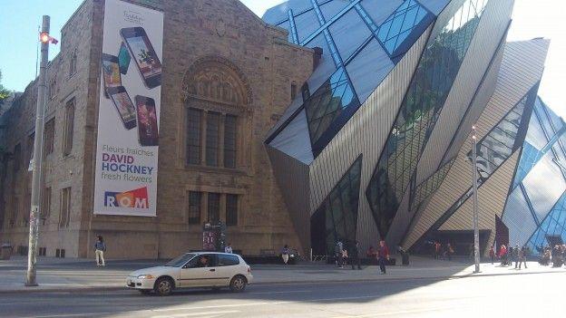 Cette eglise qui touche un musée avec une architecture ancier-nouveau mélangé j'aime enormement photo blog voyage tour du monde http://yoytourdumonde.fr