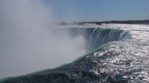 Vue sur l'une des Chutes du Niagara coté Canada photo blog voyage tour du monde http://yoytourdumonde.fr