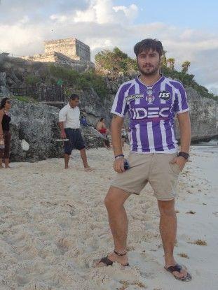 Selfie avec le maillot de TFC à Tulum photo blog voyage tour du monde https://yoytourdumonde.fr