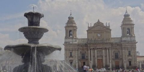 guatemala-plaza-cathedrale-voyage-travel