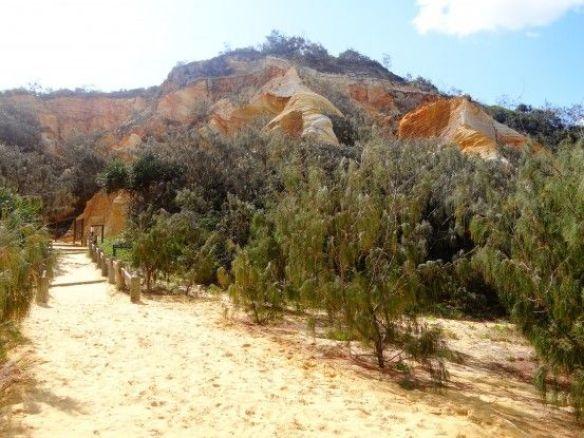 Australie- Frazer Island: Des roches de toutes les couleurs.