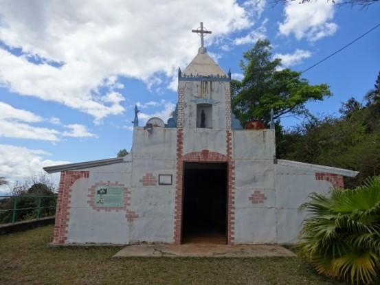 Nouvelle-Caledonie: Mine de Tiebaghi avec ici la chapelle.