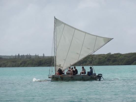 bateau-voile-ile-pins-superbe-navigation