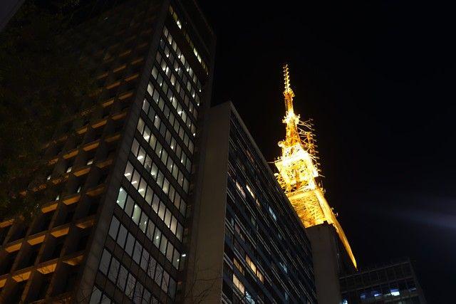 Bresil- Sao Paulo: L´Avenue Paulista, la plus belle avenue de Sau Paulo qui compte de nombreuses antennes tout au long de l´avenue.