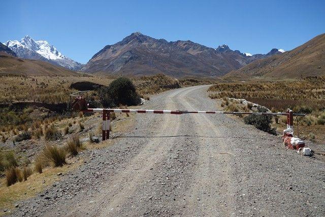 Perou-Huaraz: Sur la route en direction du Glacier Pastouri.