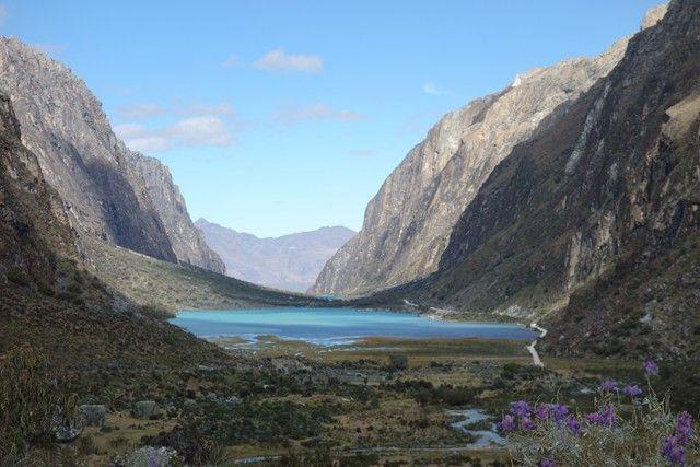 Perou-Laguna 69: Entre montagne et eau turquoise la Laguna 69 est l'un des plus bels endroits du Perou à decouvrir sur mon blog http://www.yoytourdumonde.fr/perou-huaraz-laguna-69/