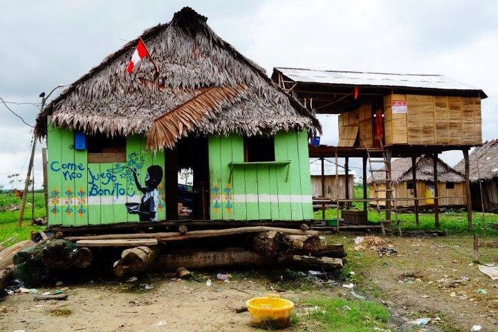 Perou-Amazonie: Maison en bois dans le quartier de Belen à Iquitos. A voir sur le blog http://www.yoytourdumonde.fr/voyage-perou-iquitos-ville-amazonie/