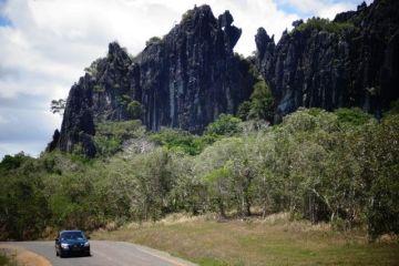 nouvelle-caledonie-montagne-calcaire