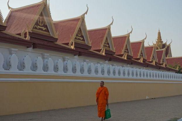 temple et moine bouddhiste du cote de phnom penh au cambodge phoot blog http://yoytourdumonde.fr