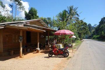 travel-voyage-nord-thailande-nourriture-moto