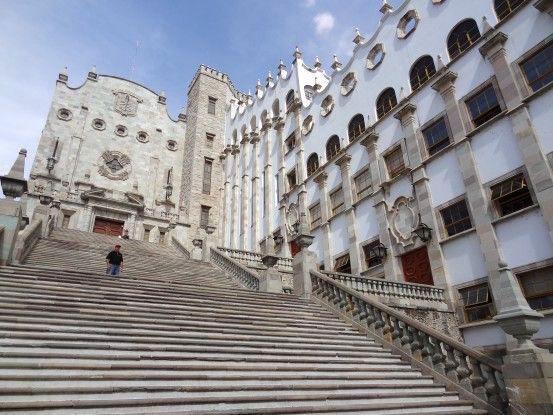 La magnifique université de Guanajuato au Mexique photo blog voyage tour du monde https://yoytourdumonde.fr