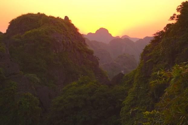 Couché soleil mua caves vietnam photo blog voyage tour du monde http://yoytourdumonde.fr