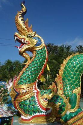 thailande-voyage-travelling-temple-bouddiste-dragon-porte