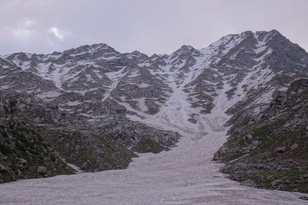 Trek sur glace Triund Hill pres de Dharamsala photo blog voyage tour du monde http://yoytourdumonde.fr
